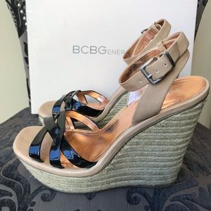 BCBG BG-FRANKEE IN BLK/MOJAVE PAT P/ORACLE LEATHER